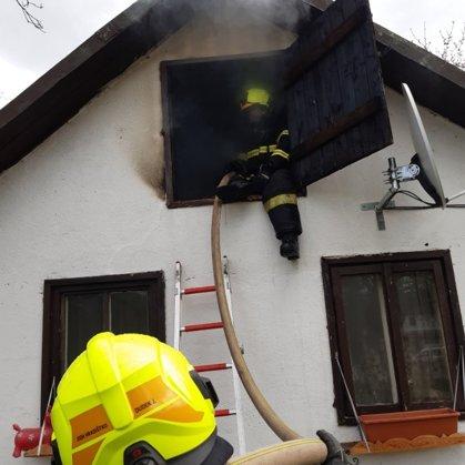 Požár chaty v Pikovicích - 14. 4. 2020